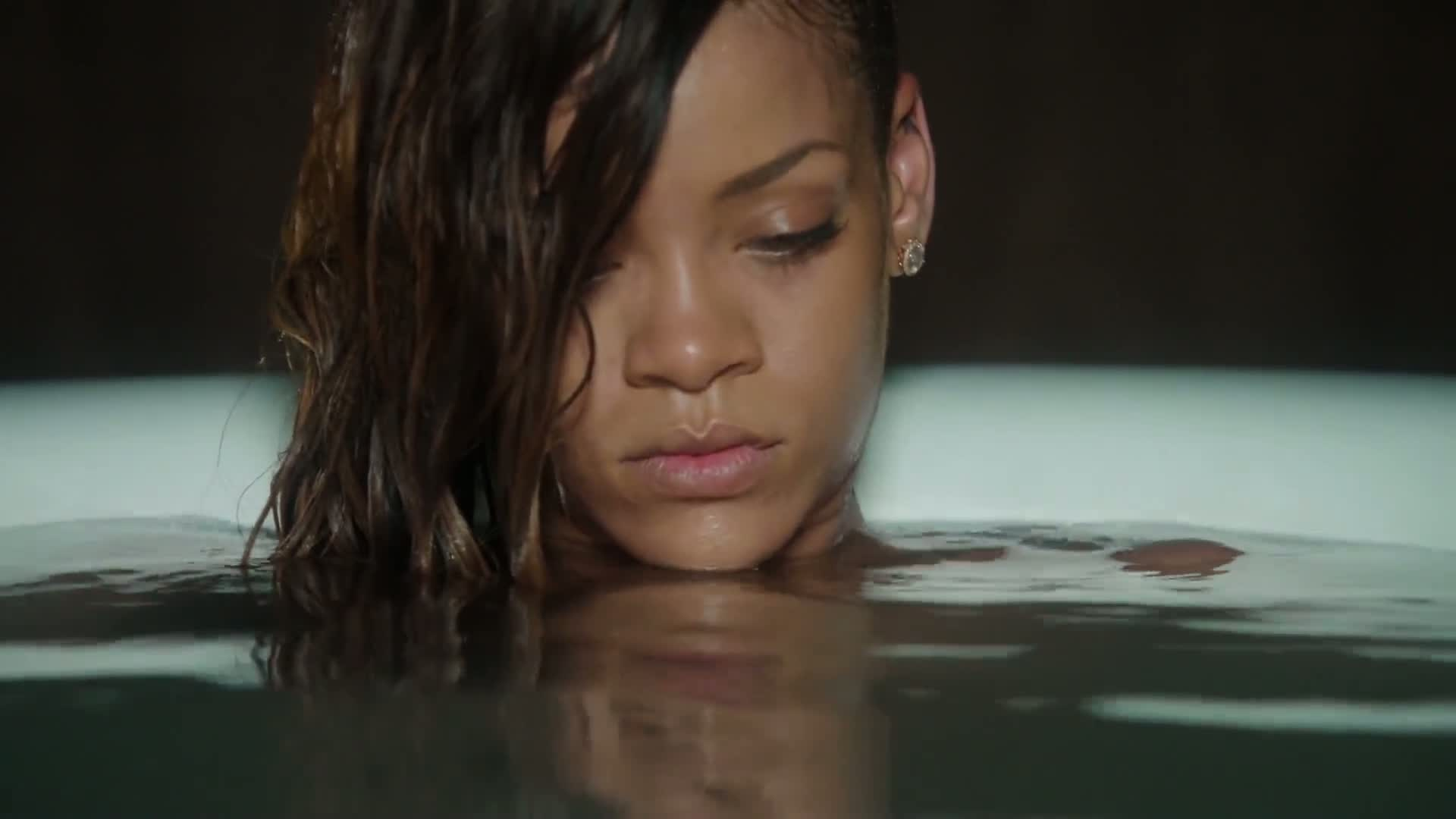 Rihanna Ft. Mikky Ekko - Stay